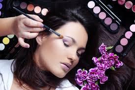 O make-up,3D mihalničky a nechtíky sa postará Miška Heretikova
