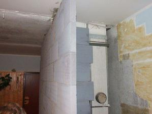 uz vymurovana stena na wc a vyklenok na chladnicku