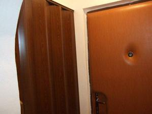 nove dvere na pivnicku a komoru