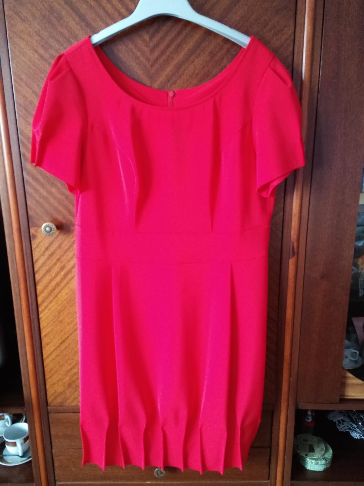 Šaty červenej farby vhodné aj na redoví tanec - Obrázok č. 2