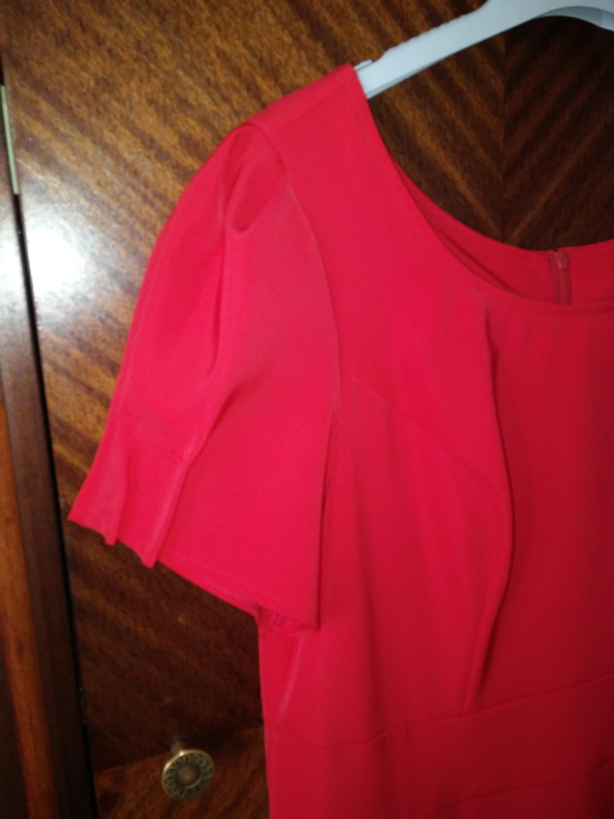 Šaty červenej farby vhodné aj na redoví tanec - Obrázok č. 3