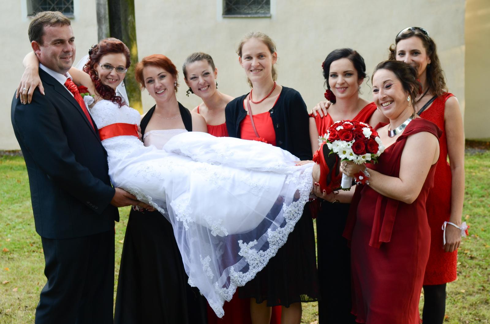 Monika{{_AND_}}Michal - No nie sú zlaté? Dohodli sme sa, že ak sa im podarí, oblečú sa na moju svadbu do červeného. Takéto kamarátky by chcel mať každý. :-)