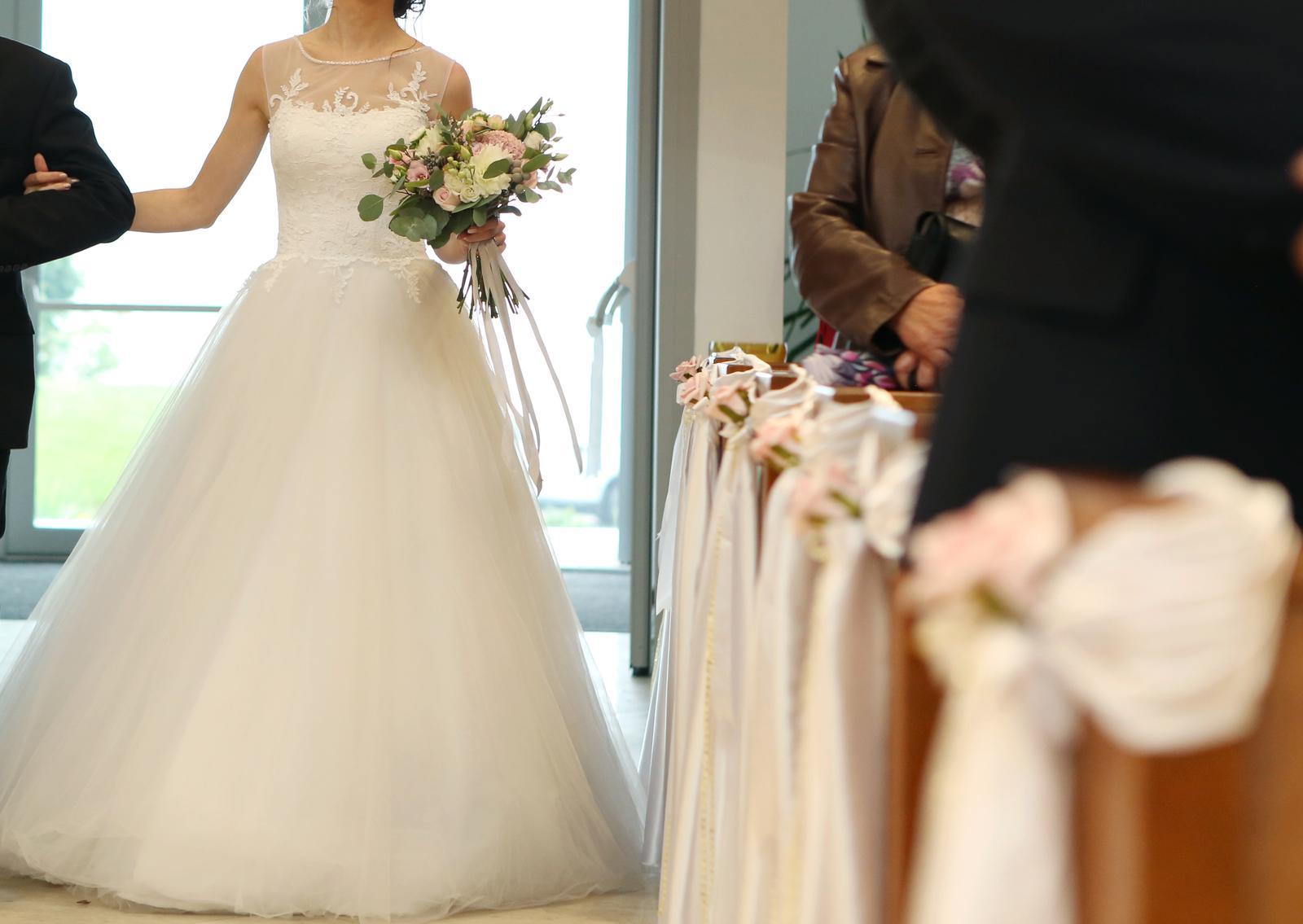 Svadobne šaty pre vysokú aj nízku postavu - Obrázok č. 4