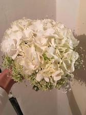 Veľmi som si priala aby mi moju svadobnu kytičku urobila moja maminka. A neľutujem
