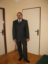 A miláček v novém obleku...kravata a košile zatím provizorní, chtěla bych francouzský límeček a regatu.