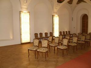 a židličky pro svatebčany...