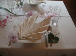 Krásný detail talířku i s mandličkama...