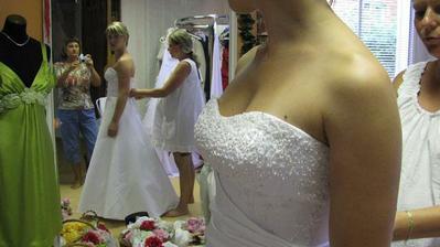 Něco málo ze zkoušky šatů...detail a profil...