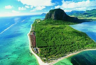 Tak tato hora nám učarovala....Le Morne a hotel Les Pavillons na ostrově Mauricius, kde se vše odehraje...