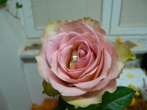 takto vyzera moj zasnubny prstienok....
