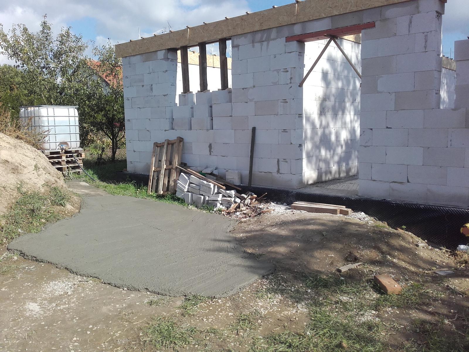 "Moje trápenie 16x10 - Ostalo ""trošku"" betonu - improvizovaná ""terasa"""