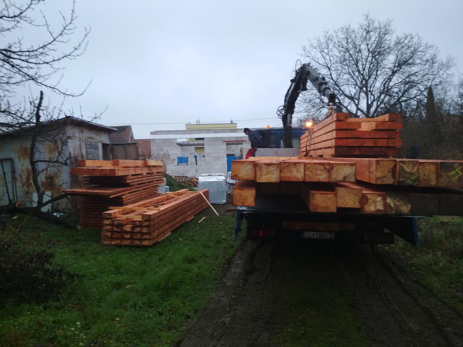 Moje trápenie 16x10 - Vodiča s drevom som ukecal , olutoval to ešte nebolo cele auto za bránu :D