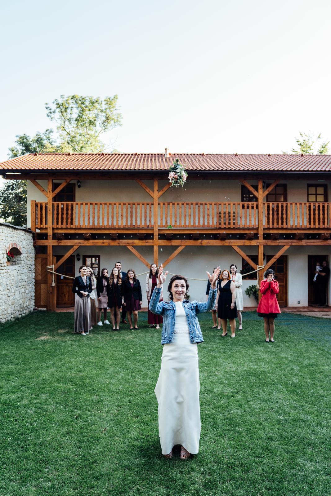 Kateřina & Tomáš (Podzimní svatba 2019) - Obrázek č. 25