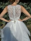 Svatební šaty s vlečkou a krajkovým vrškem, 36