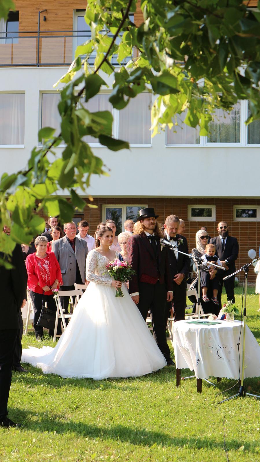 Djka eLLy d - svadba Hotel Kochau Kováčová - nazvučenie svadobného obradu - dj eLLy d