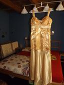 Zlaté spoločenské šaty , 38