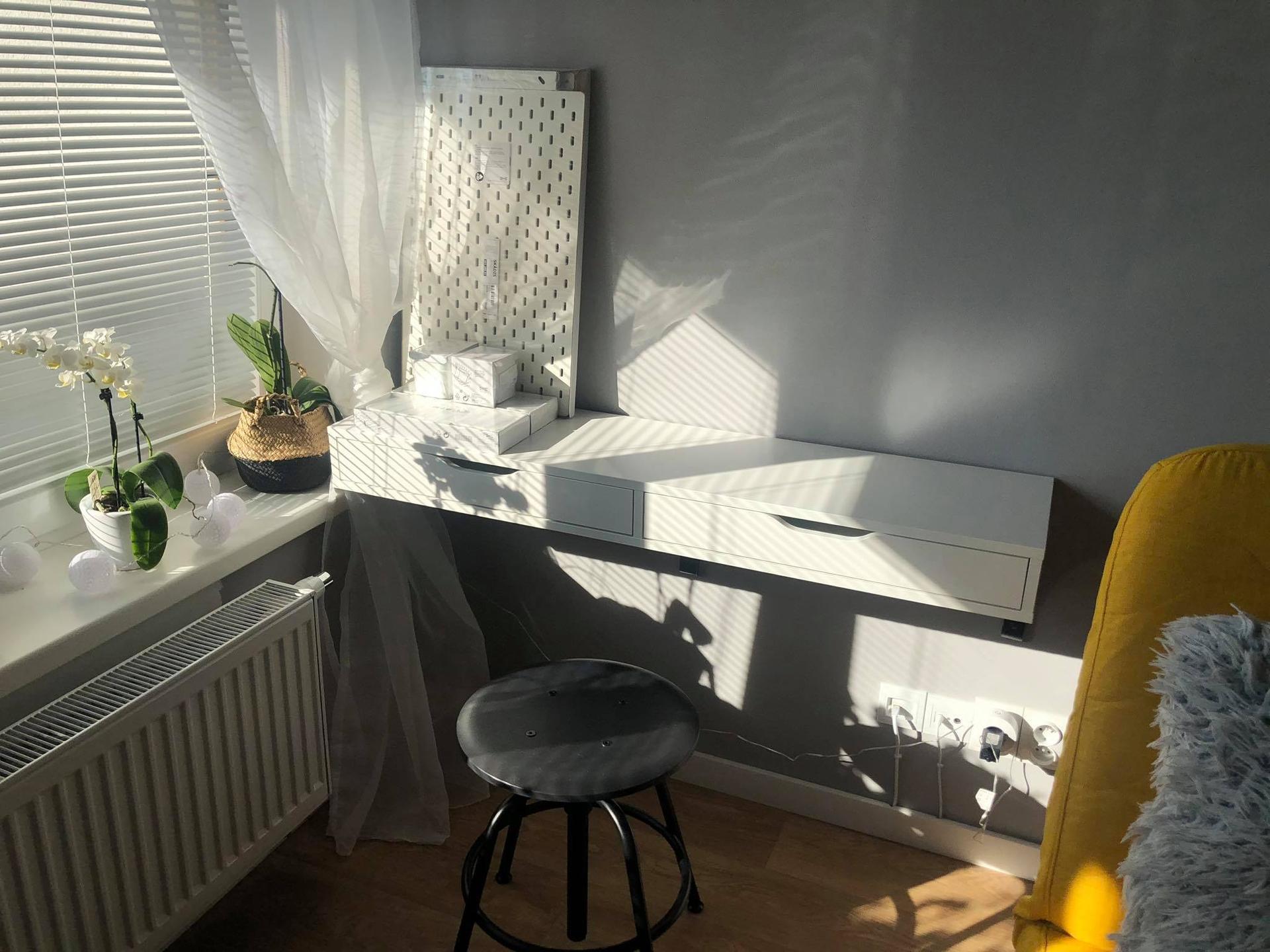 Zdravím všechny, prosím o radu :) jaké světlo máte u kosmetického stolku..budu ráda za typ aby vypadalo dobře a šlo se u něj líčit :) - Obrázek č. 1
