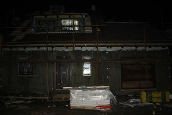 Večer skoro hotová střecha