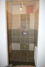 Skoro hotové obklady na WC v přízemí