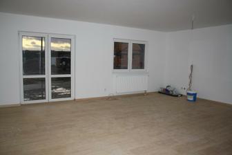 Devatenáctý den - předání - obývák (nebylo teda setřeno a umytá okna, ale s tím si poradíme:-))