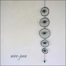 Drátovaný závěs se zelenými recy korálky na přání (Fler/wire-jane)