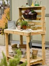 Pracovní stůl z palet, to bysme mohli zvládnout vyrobit sami:-)