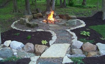 V jednom z rohů zahrady by mohlo být klasické ohniště