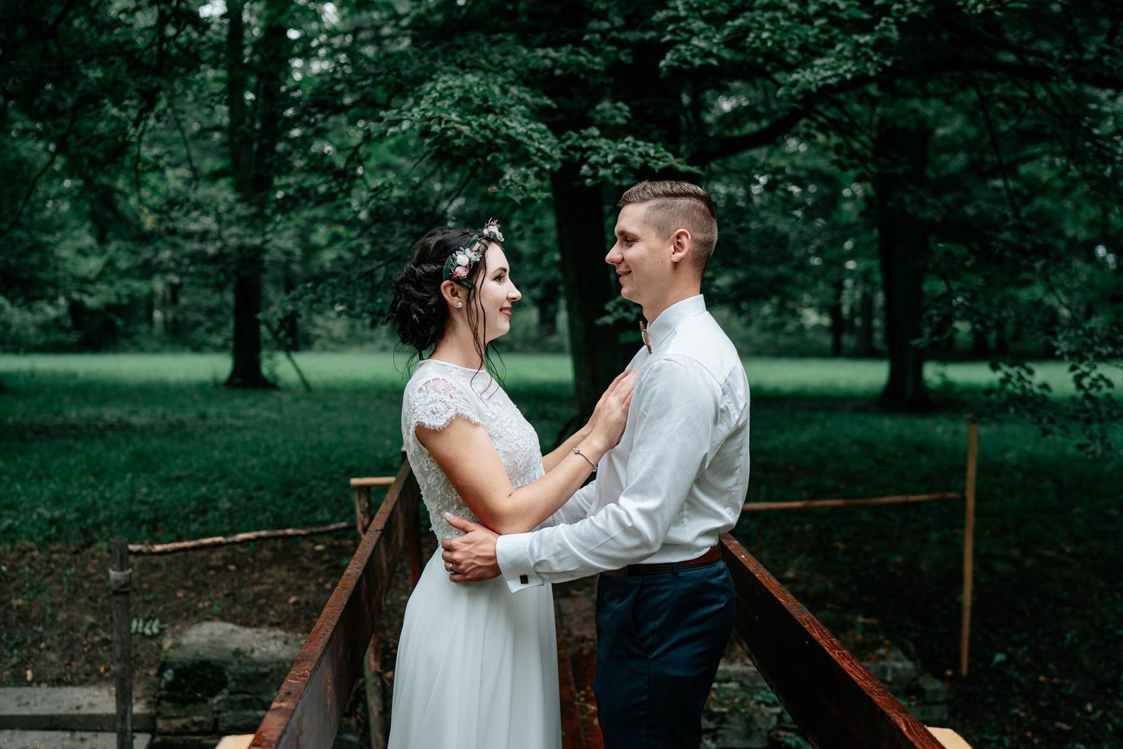 Svatební šaty dvoudílné - Obrázek č. 1