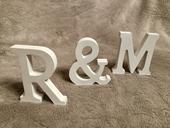 Pismena R & M ze dreva,