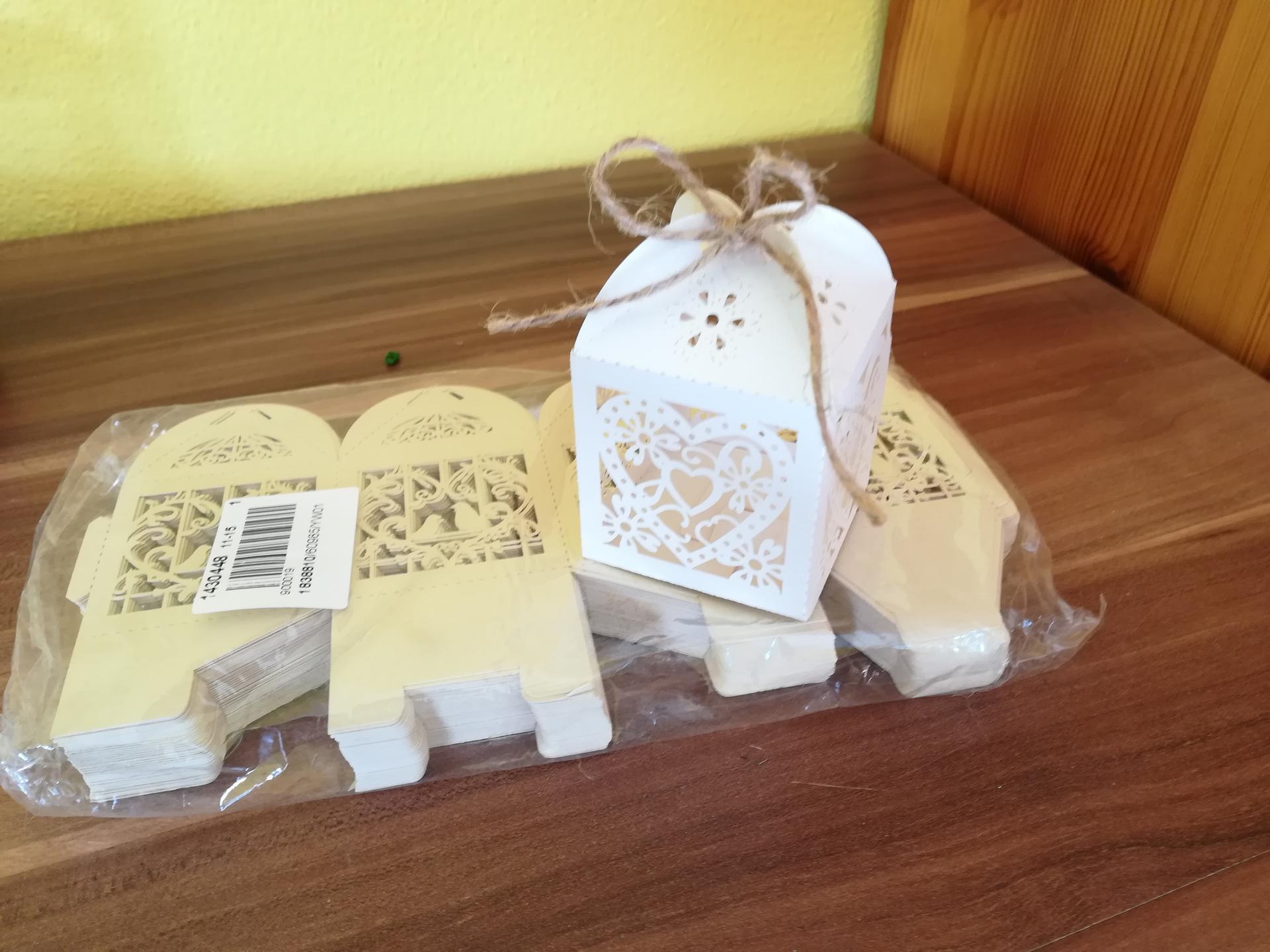 Přípravy na říjen - Na svatební mandličky- bílé a béžové
