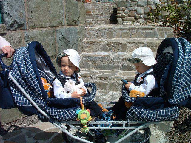 """Pavla, Martin{{_AND_}}Vojta, Ondra - Maminka s tatínkem se """"brali"""" v den našich prvních narozenin."""