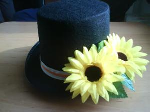 cylindr na kapotu pro ženicha