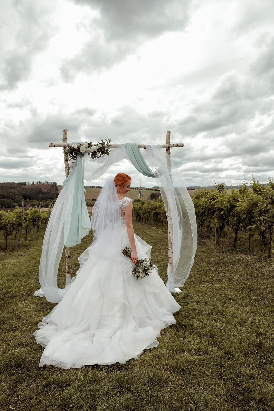 Krásné svatební šaty, vel. 36-38 - Obrázek č. 1