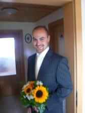 .. ženich si jde pro nevěstu...
