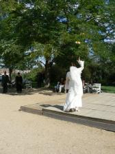 .... hod svatební kyticí ...