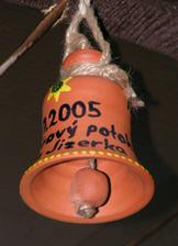 Tak na tento zvoneček si můžete na Pešákovně zazvonit (je nade dveřma).
