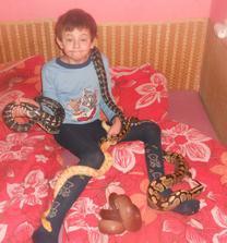 Martínek s našima hadíkama :)