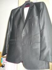 oblek,černý a stříbrná kravata