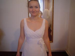 Salon Evanie - šaty č. 1 (ty se mi moc nelíbily, nesedly mi)