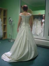 Andělské svatební studio - šaty č. 3 (to jsou ty vyvolené zezadu))