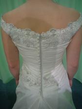 Andělské svatební studio - vítězné šaty Daga (detail zezadu)