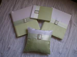 Moje svatební alba, kniha hostů a polštářek pod prstýnky (vše z tvorby uživatele mysutka - je úžasná, vřele doporučuji - mrkněte na její album)