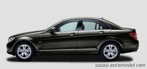 Takovým podobným autíčkem pojede nevěsta (Mercedes třída C - černý)...