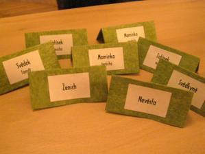 ... jsou ze zeleného vlizelínu, který bude na svatebním stole...