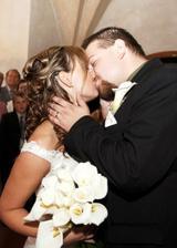 Novomanželský polibek... prý byl hrozně dlouhý ...