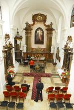 Kaplnka na hrade Modrý Kameň, tesne pred obradom