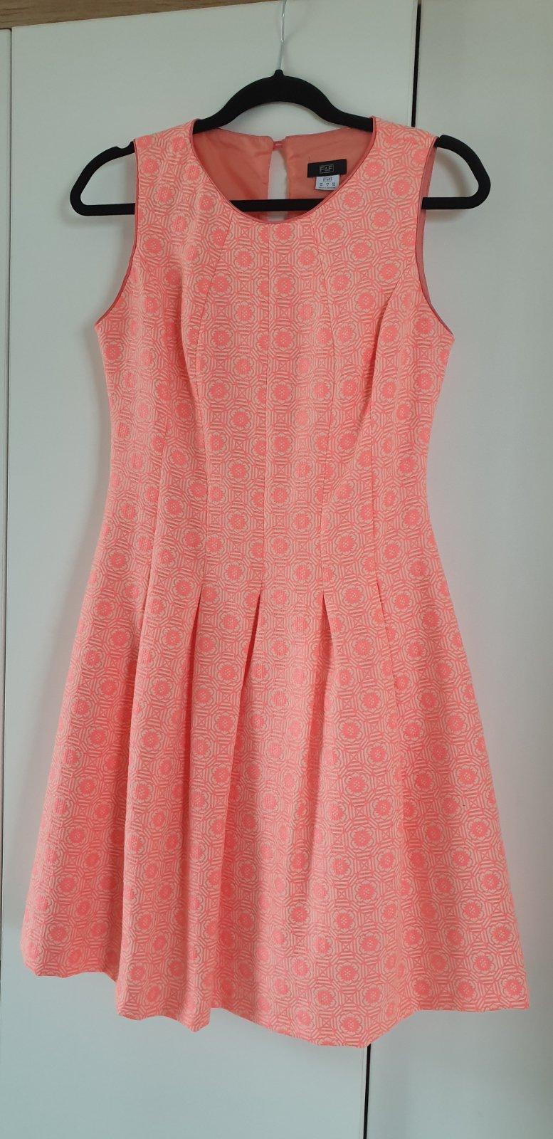 Šaty 1x oblečené - Obrázok č. 1