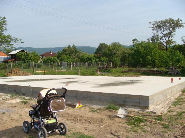 Náš budúci domček - bungalow 5 - a základná doska hotová :-)
