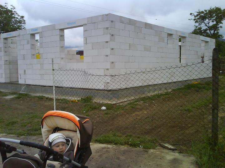 Náš budúci domček - bungalow 5 - už to stojí :-)