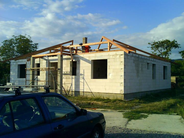Náš budúci domček - bungalow 5 - práca na krove